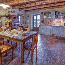 Orvieto farmhouse with pool for sale 4
