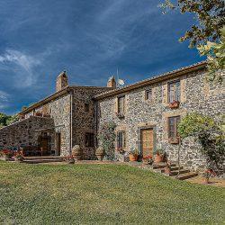 Orvieto farmhouse with pool for sale 42