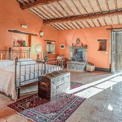 Orvieto farmhouse with pool for sale 46
