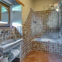 Orvieto farmhouse with pool for sale 51