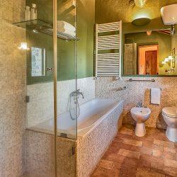 Orvieto farmhouse with pool for sale 55