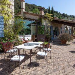 Villa with Lake View Image