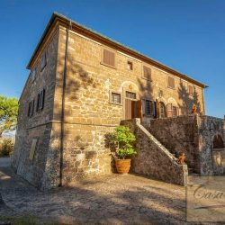 Impressive restored 4+ bedroom villa and 1 bedroom annex with great original features and 2 hectares in a fantastic panoramic position a few km from Volterra. More land available.