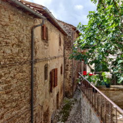 Delightful Umbrian Village House with 3 Terraces for sale (5)