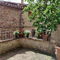Delightful Umbrian Village House with 3 Terraces for sale (6)