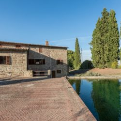 Sarteano Villa with Roman Pool and 2.5 Hectares 9