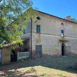 Farmhouse to Restore near Castiglione del Lago 25