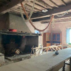 Farmhouse to Restore near Castiglione del Lago 9