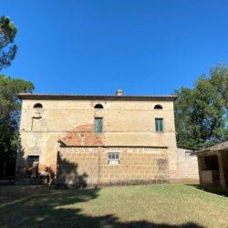 Farmhouse to Restore near Castiglione del Lago 10