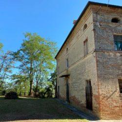 Farmhouse to Restore near Castiglione del Lago 15