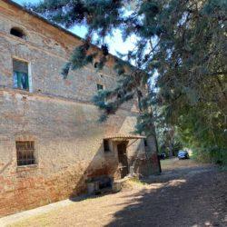 Farmhouse to Restore near Castiglione del Lago 18