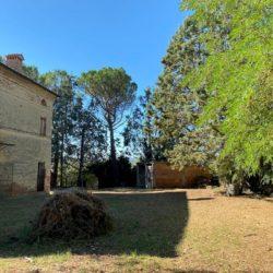 Farmhouse to Restore near Castiglione del Lago 19