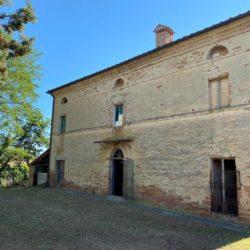 Farmhouse to Restore near Castiglione del Lago 2