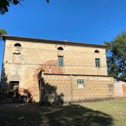 Farmhouse to Restore near Castiglione del Lago 6