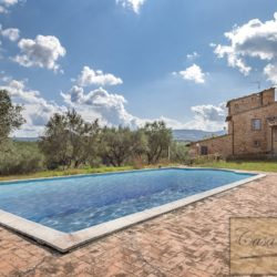 Hilltop Farmhouse Property with Olives near Montepulciano 4