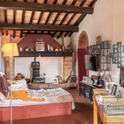 Hilltop Farmhouse Property with Olives near Montepulciano 18