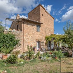 Hilltop Farmhouse Property with Olives near Montepulciano 7