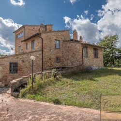 Hilltop Farmhouse Property with Olives near Montepulciano 2