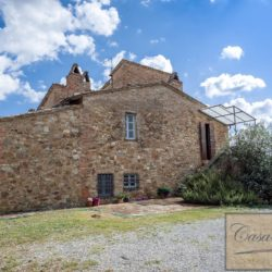 Hilltop Farmhouse Property with Olives near Montepulciano 8