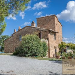 Hilltop Farmhouse Property with Olives near Montepulciano 6