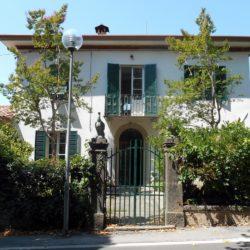 Villa with Apartments in Coreglia Antelminelli 2