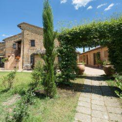 Farmhouse with Wellness Area in the Crete Senesi 29