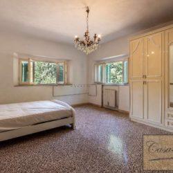 Villa to Restore Near Pienza 12