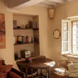 Renovated Cetona Apartment with Parking 9