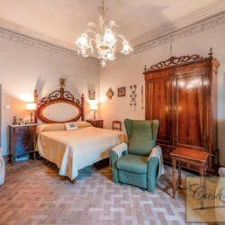 Large Historic Villa with Private Chapel near Cortona 31
