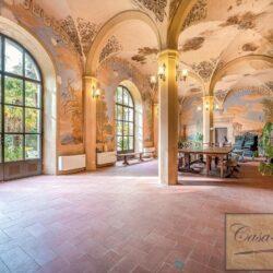 Large Historic Villa with Private Chapel near Cortona 1