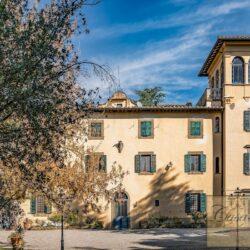 Large Historic Villa with Private Chapel near Cortona 2