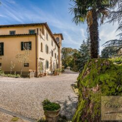 Large Historic Villa with Private Chapel near Cortona 7