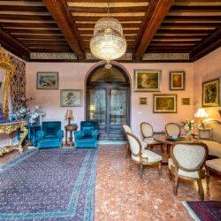 Large Historic Villa with Private Chapel near Cortona 23