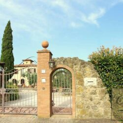 Restored Country Villa with Guesthouses and Pool 25